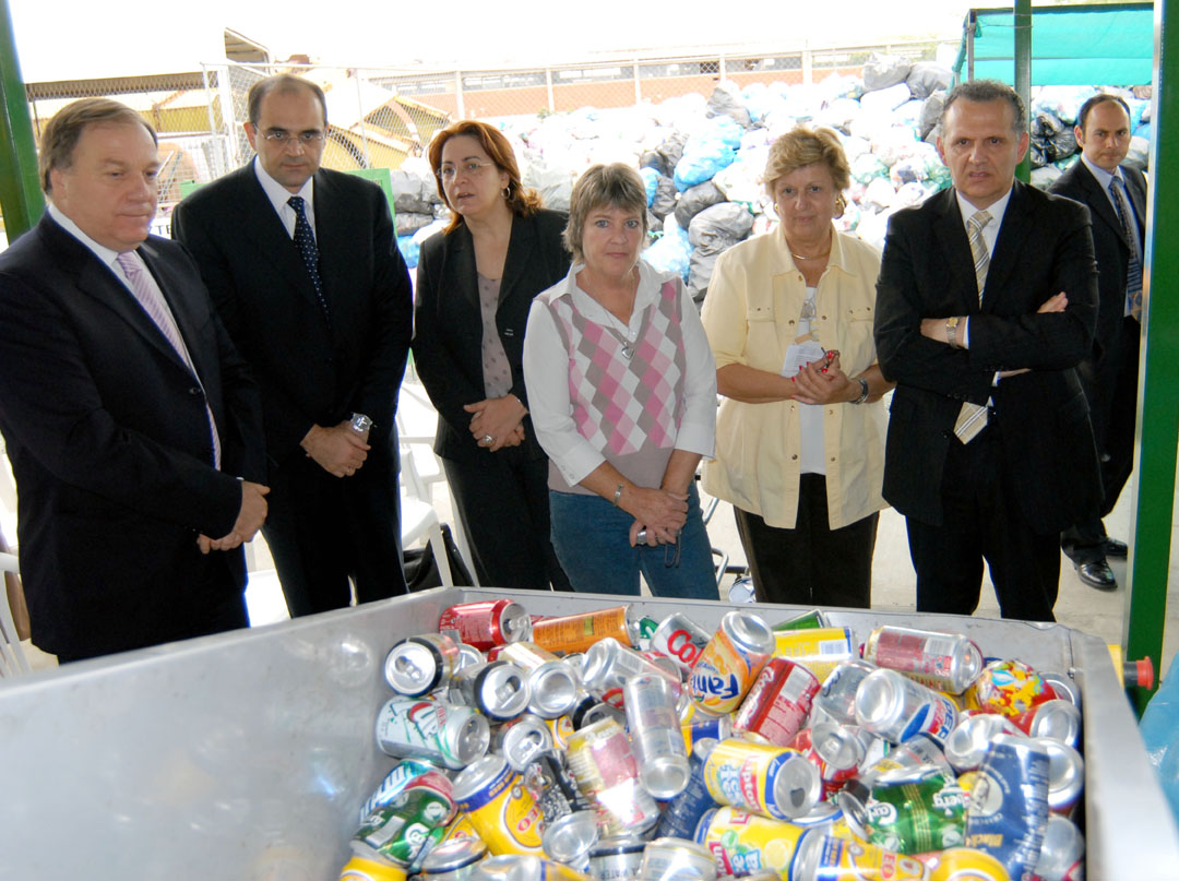 ENVIRONMENT MINISTER AND NICOSIA MAYOR INAUGURATE REFURBISHED RECYCLING CENTRE